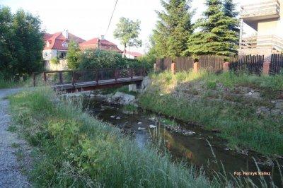 Remontowany most łączy ul. Jasną zul. Gospodarską wRymanowie
