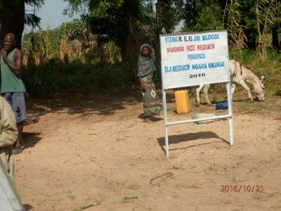 Akcja zbiórki makulatury na budowę studni wAfryce